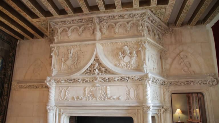 Chimenea en un castillo del valle de la Loire